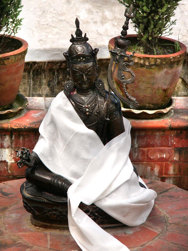 Padmasambhava kuju Boudhanathi stuupa juures Katmandus
